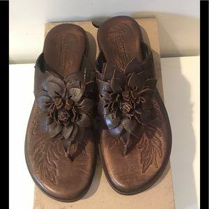 Born brown floral sandals 💕